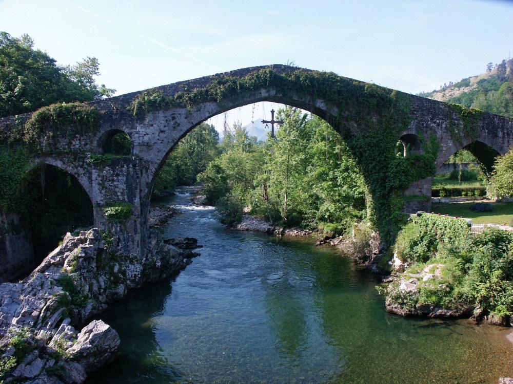 The not really Roman bridge at Cangas de Onis