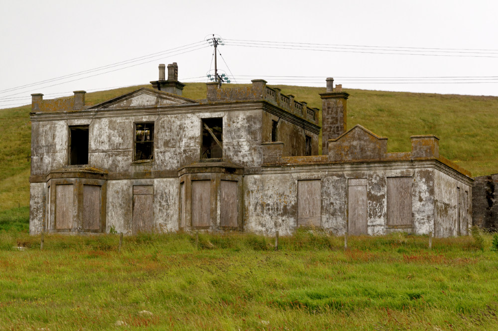 Roadside ruin